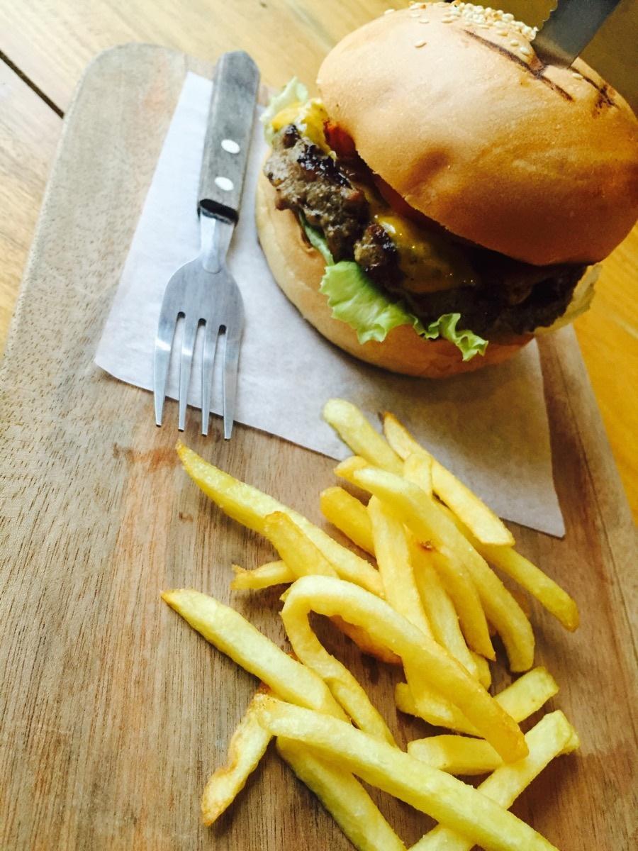 Tom S Burgers Long Beach
