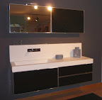 mobile da bagno con lavabo in korakril e pensile con specchio apribile a vasistas mod.Facto.jpg