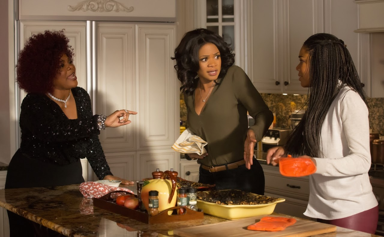 (L to R) Mo'Nique, Kimberly Elise and Gabrielle Union in ALMOST CHRISTMAS. (Photo by Quantrell D. Colbert / courtesy of Universal Pictures).
