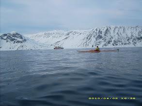 Photo: Fiskebåtan ligg på været i Sarnesfjorden.