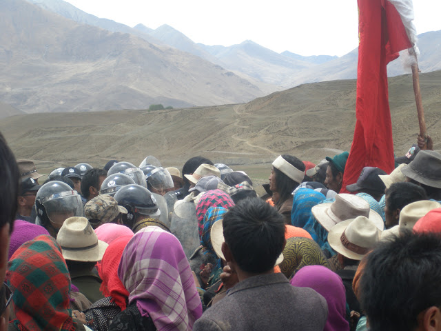 Dramatic Photos: Tibetans Detained After Anti-Mining Protest In Shigatse - standoff-1.jpg