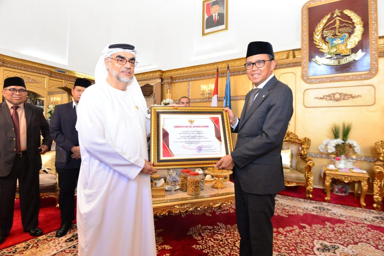 Gubernur NA Beri Anugrah Kehormatan Pendidikan dan Kemanusian Pada Dirut Perusaan Dubai Al-Khoory