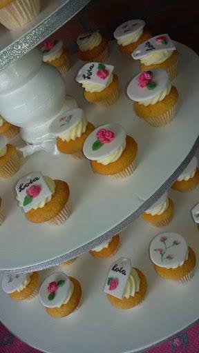 Cupcakes met roosjes.jpg