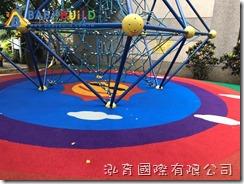 桃園市大湖國小天王星攀爬網區地墊改善