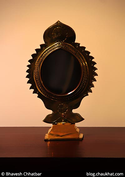 Aranmula Kanadi - a metal alloy mirror, on display at Savya Rasa [Koregaon Park, Pune]