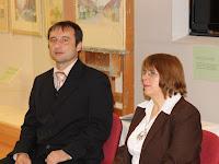 01 Pálinkás Tibor és Kovács Eszter ismerteti a kiállítás anyagát.JPG