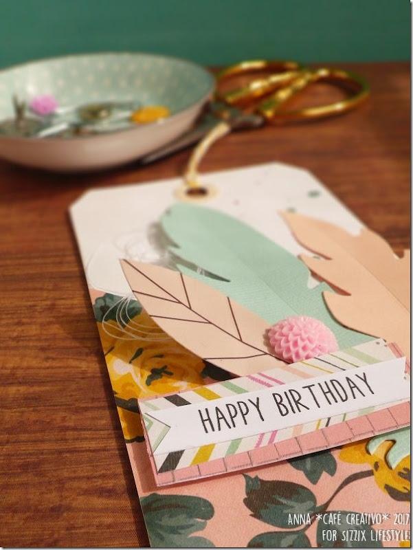Usare Big Shot e Fustelle Sizzix per creare una tag di compleanno con piume