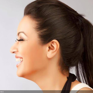 Maryam Zakaria flashes smile Pictureshoot.jpg