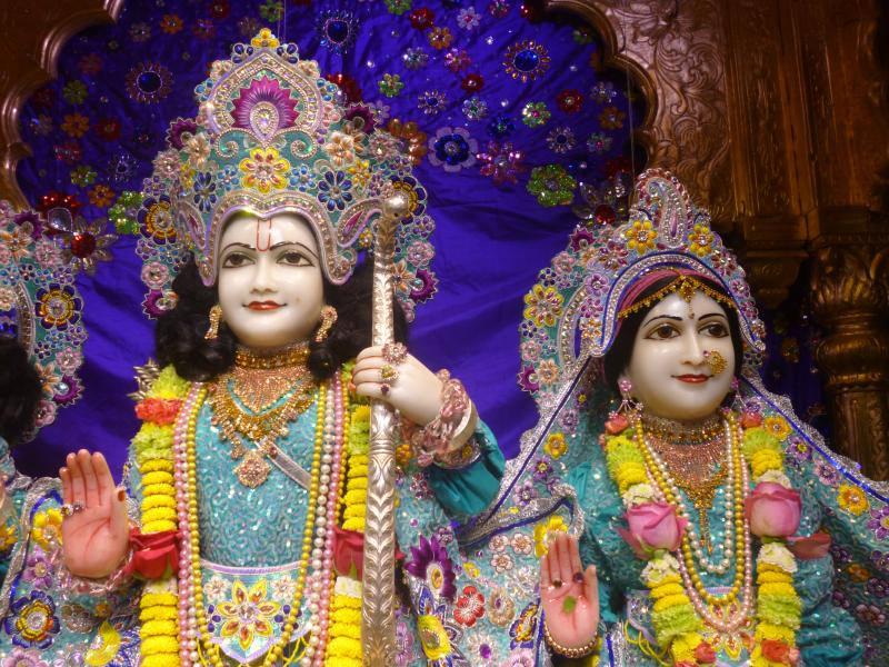 ISKCON Bhaktivedanta Manor Deity Darshan 17 Dec 2015 (7)