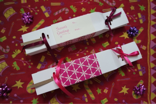Gift box crackers