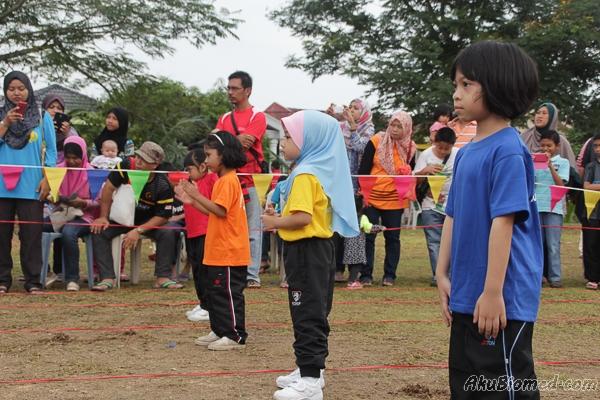 Acara lumba lari berganti-ganti kanak perempuan 5 tahun