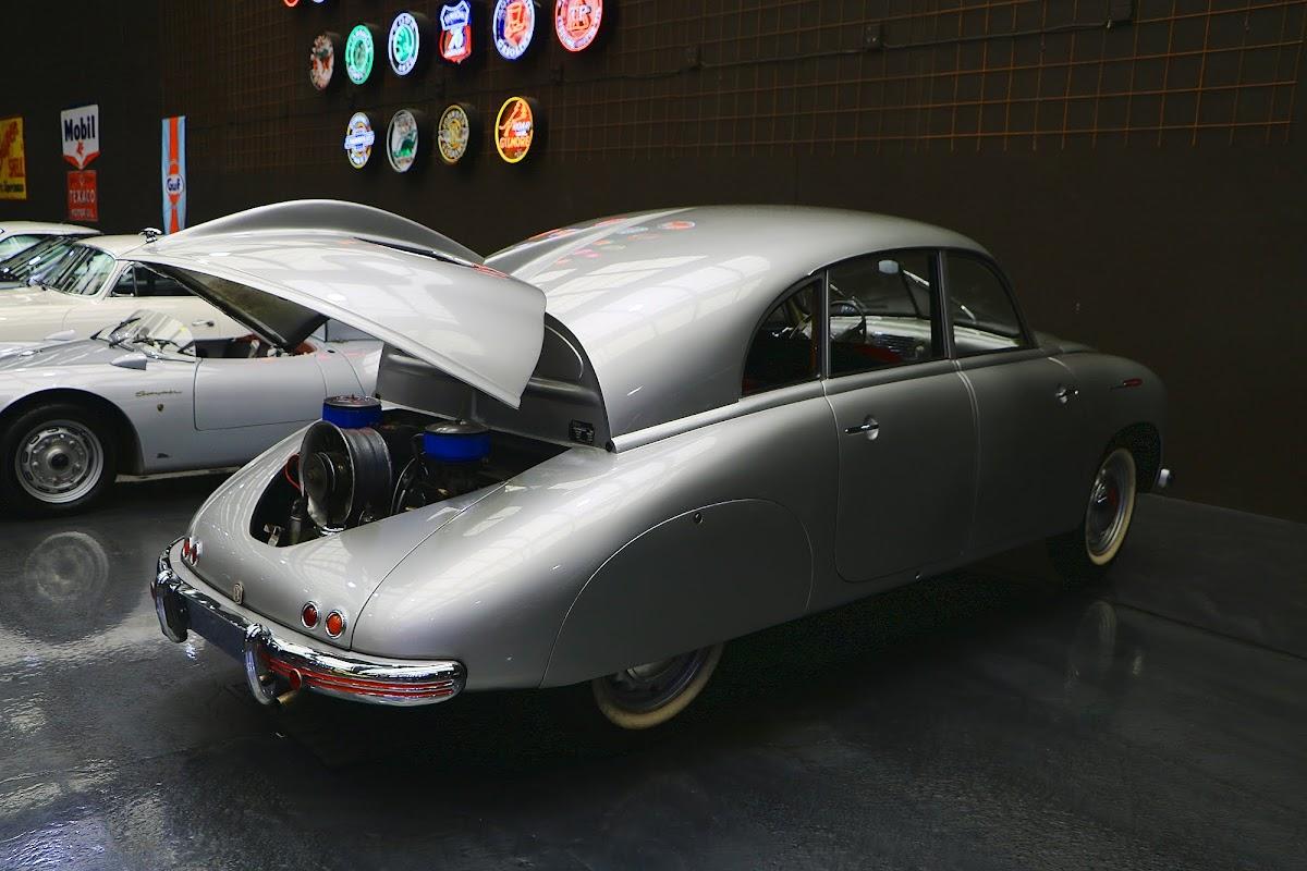 1950 Tatra 600 Tatraplan (04).jpg