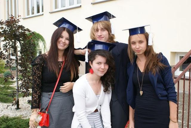 Zakończenie Gimnazjum przed budynkiem bis - DSC08151_1.JPG