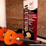Cinco guitarras con diferentes juegos de cuerdas para personalizar el sonido de tu guitarra.