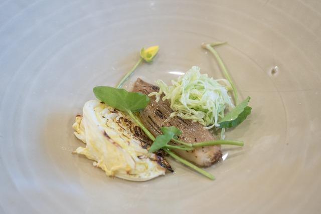 Kevätkaalia, hirssiä ja salottisipulifondant
