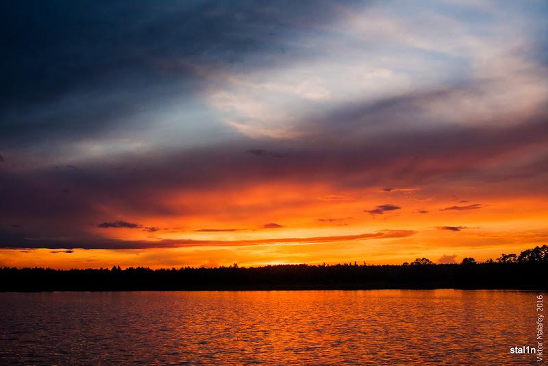 Сонечко малює небо над озером