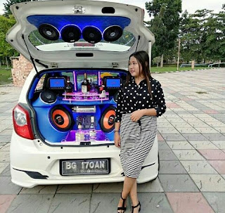 Gambar Modifikasi Daihatsu Agya sound sistem