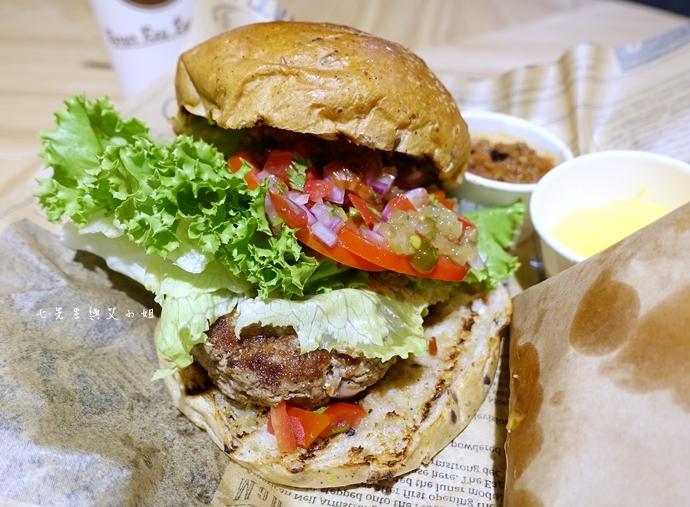 27 新光三越信義新天地 A11 B2美食天地 大阪王將餃子 Burger Ray 矢場味噌豬排 Captain Loster 一禾堂麵包