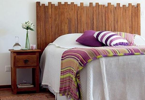 Cabeceira de cama reciclada com sobras de madeira