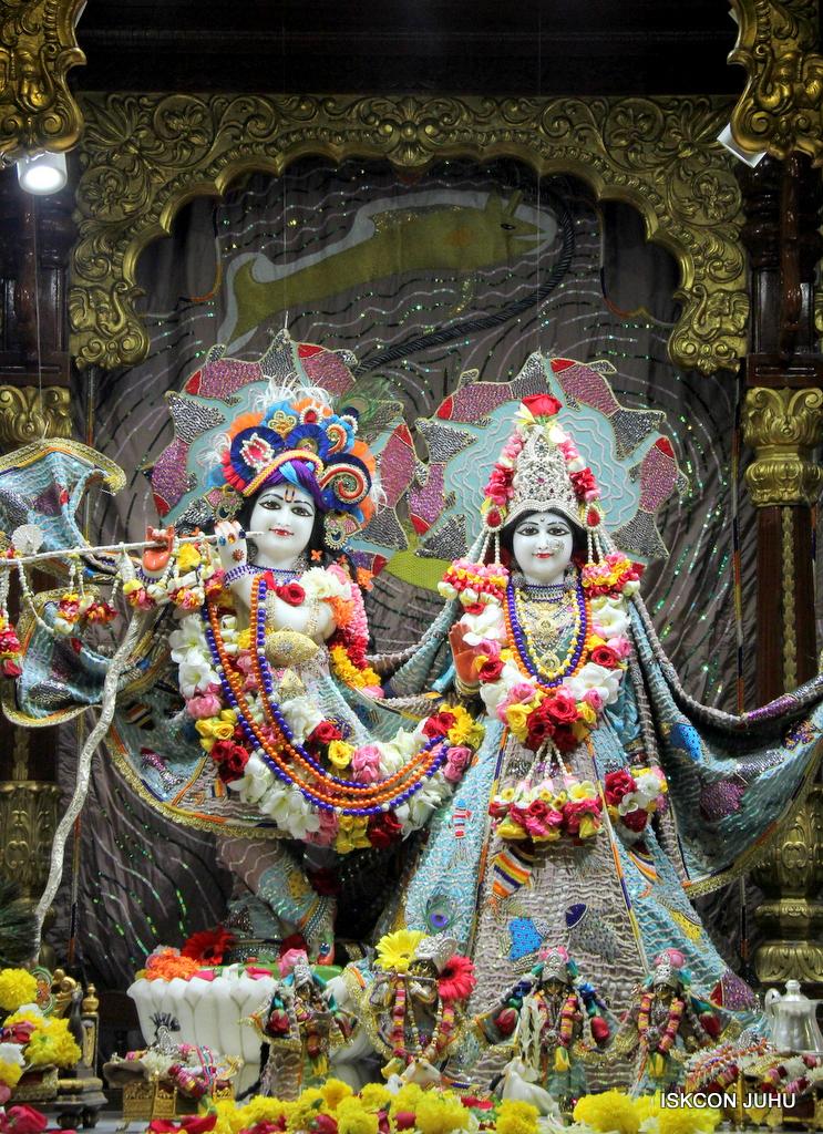 ISKCON Juhu Sringar Deity Darshan on 19th Oct 2016 (10)