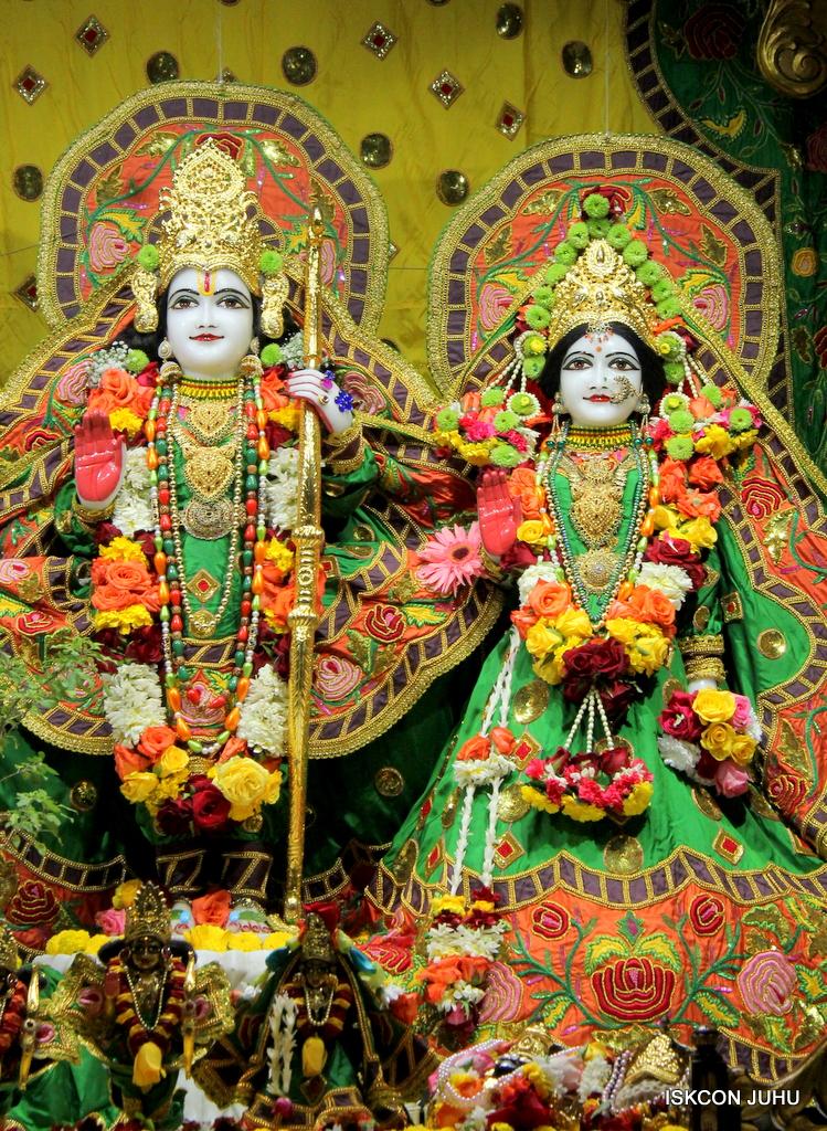 ISKCON Juhu Sringar Deity Darshan on 18th Jan 2017 (25)