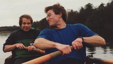 Photo: Ca. 1990 Gudenå-turen Skanderborg-Silkeborg tur/retur. Morten Larsen, Odense Roklub og Ole Pedersen, Skjold.