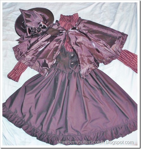 Diy frilly witch costume with lace and roses. Halloween crafts.