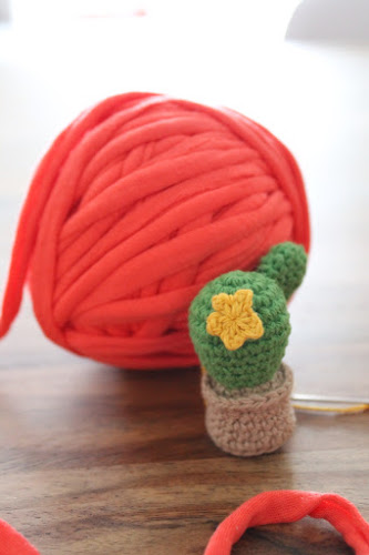 Not 2 late to craft: 3er blog-aniversari: cactus de ganxet patró gratuït / Three years blog anniversary: crochet cactus free pattern