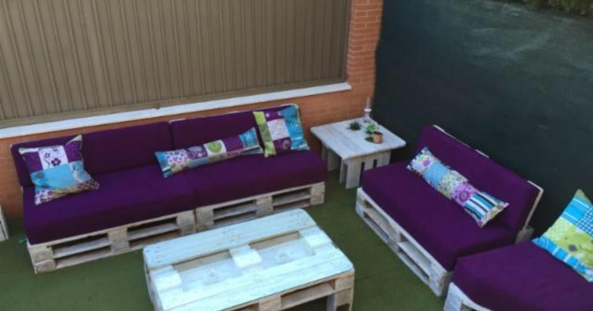 Sofas con palets y mesa - Hacer sillones con palets ...