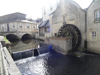 2017.06.10-083 moulin à eau et pont quai de l'Aure