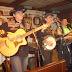 Rendhagyó koncerten voltunk a Hunniában (volt Fehér Bölény, azaz White Buffalo :) ), ahol a remek country blue grass zenébe a legendás négyes mellett vendég-előadóként Csohány Gábor, Don Attila, Medveczky András, Weisz Viktor is besegített! Meglepetés-előadó volt egy portugál fiatalember, aki kért egy gitárt és lenyűgözte a hallgatóságot!
