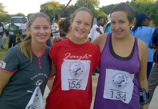 Volunteers Daniell, Amelia, and Kristen