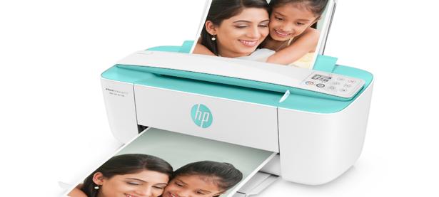 Obsah obrázku osoba, elektronika, interiér, tiskárna  Popis byl vytvořen automaticky