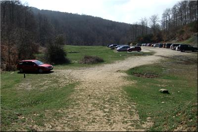 Amplio aparcamiento