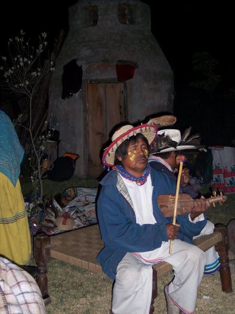 Ceremonia de Xicuri Neira con los hermanos Wixarikas (huicholes) - 29333_112389002129473_100000751222696_76155_6022604_n%255B1%255D.jpg