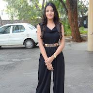 Aakathayi-Movie-Stills-Ruksha