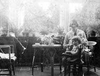 Kooij, Aartje, Maartje en Geertruida Katendrecht 1932.jpg