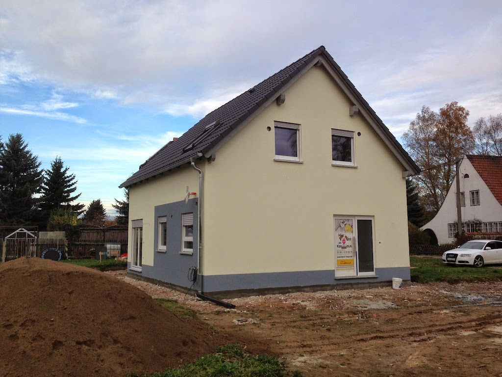 Kern Haus in Erlau gelbe Fassade grau abgesetzt.jpg
