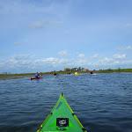 046-We paddelen door het mooie Noordwaard vaarwater.