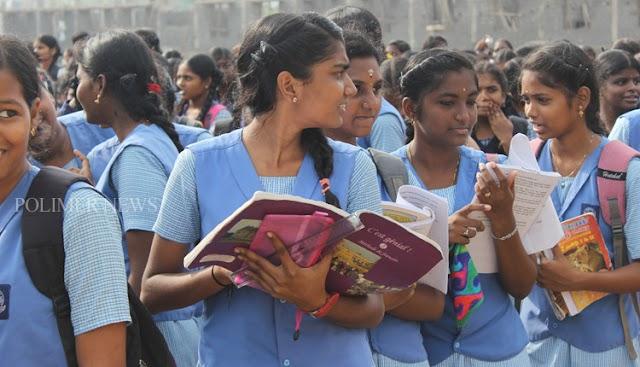 பொதுத்தேர்வு எழுதும் 12 ஆம் வகுப்பு மாணவர்களுக்கான வினா வங்கி வெளியீடு