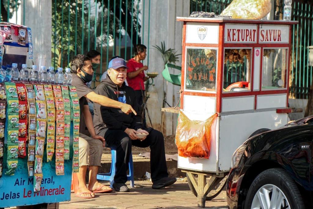 Curhat Pedagang Ketupat Sayur, Susah Mendapat Pekerjaan Sesuai Ilmu di Sekolah