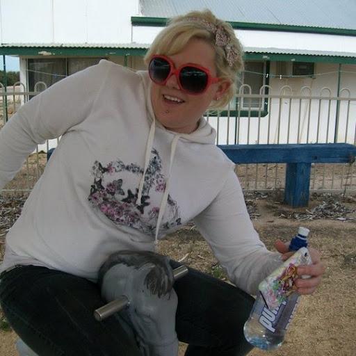Laura Stockman Photo 6