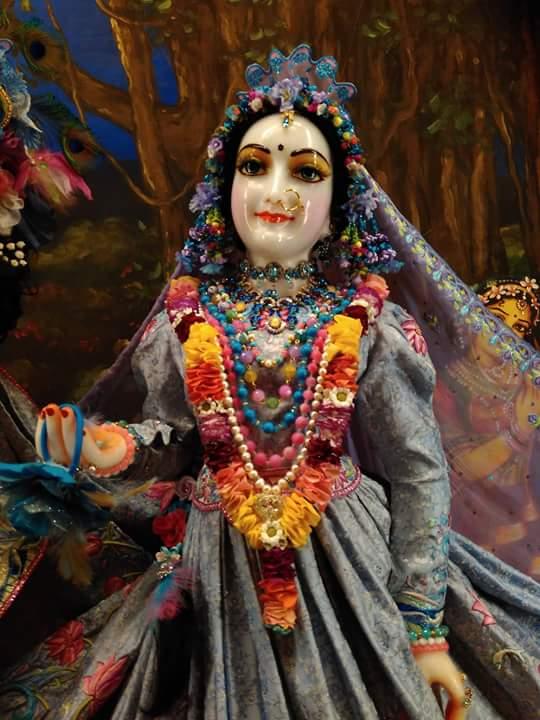 ISKCON Hungary Deity Darshan 25 Dec 2015 (3)