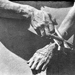 02_Tina-Modotti-Le_mani_della_marionetta-1929.jpg