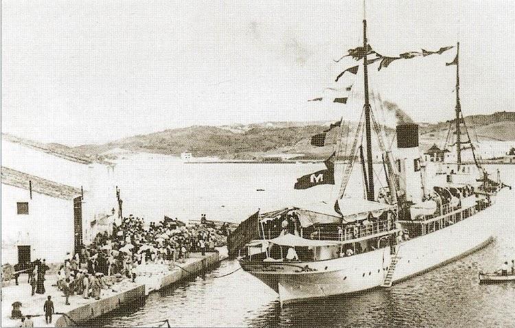 El MONTE TORO en una de las mas hermosas fotos del libro Historia de la Flota.jpg
