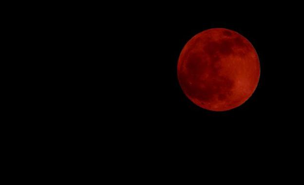 Gambar : Gerhana Bulan Total