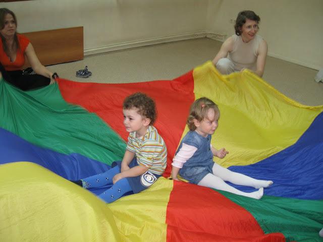 малыши на парашюте