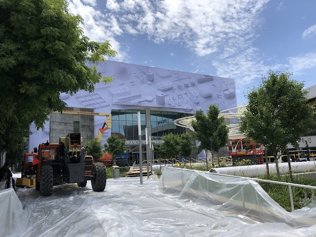 Apple Begin To Decorating The McEnery Convention Center For Its WWDC Keynote On June 4th