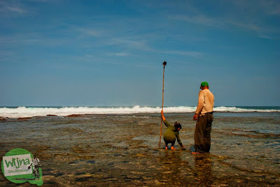 cewek desa bebas main air telanjang di pantai ngunggah, gunungkidul