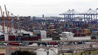Déficit commercial de près de 12 milliards de dollars en sept mois